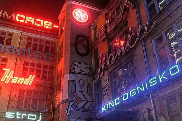 Kawiarnia i muzeum galeria neonow neon side Wroclaw ul. Ruska