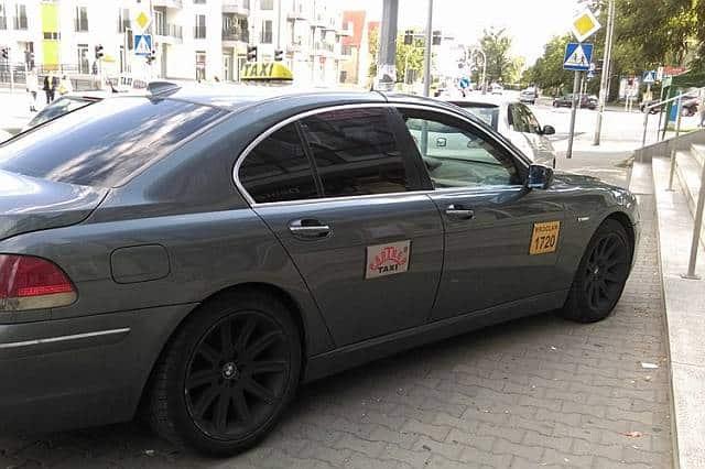 tanie taxi we Wrocławiu. Korporacje/firmy cennik. Kody promocyjne uber taxify przewozy