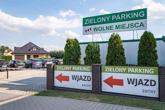 zielony parking lotnisko wroclaw